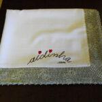 Toalha de mesa, anti-nódoas, com barra de crochet em volta