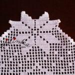 Centro de Natal, em linho e crochet