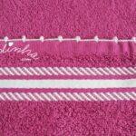 Conjunto de panos de cozinha, na cor fuscia, com crochet