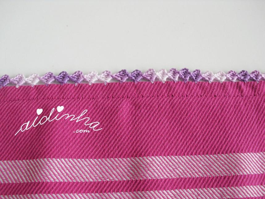 pormenor do picô de crochet do pano de cozinha fuscia