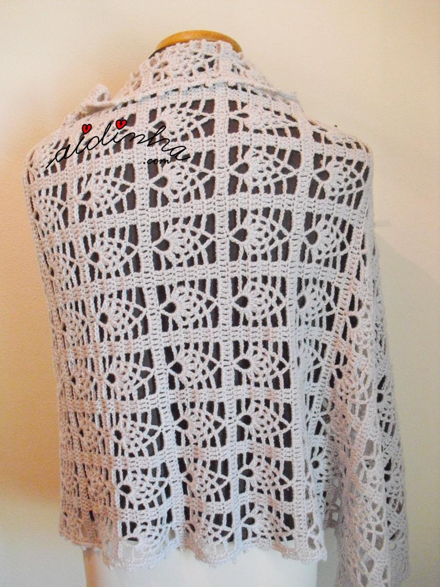écharpe em crochet, vista de costas