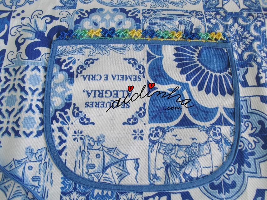 foto do bolso do avental, com crochet