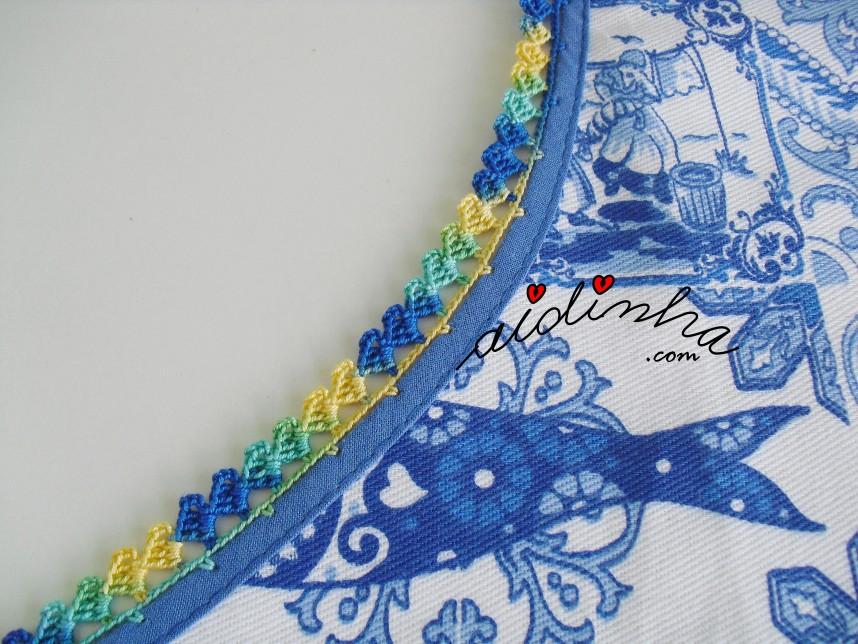 pormenor do crochet no redondo do avental