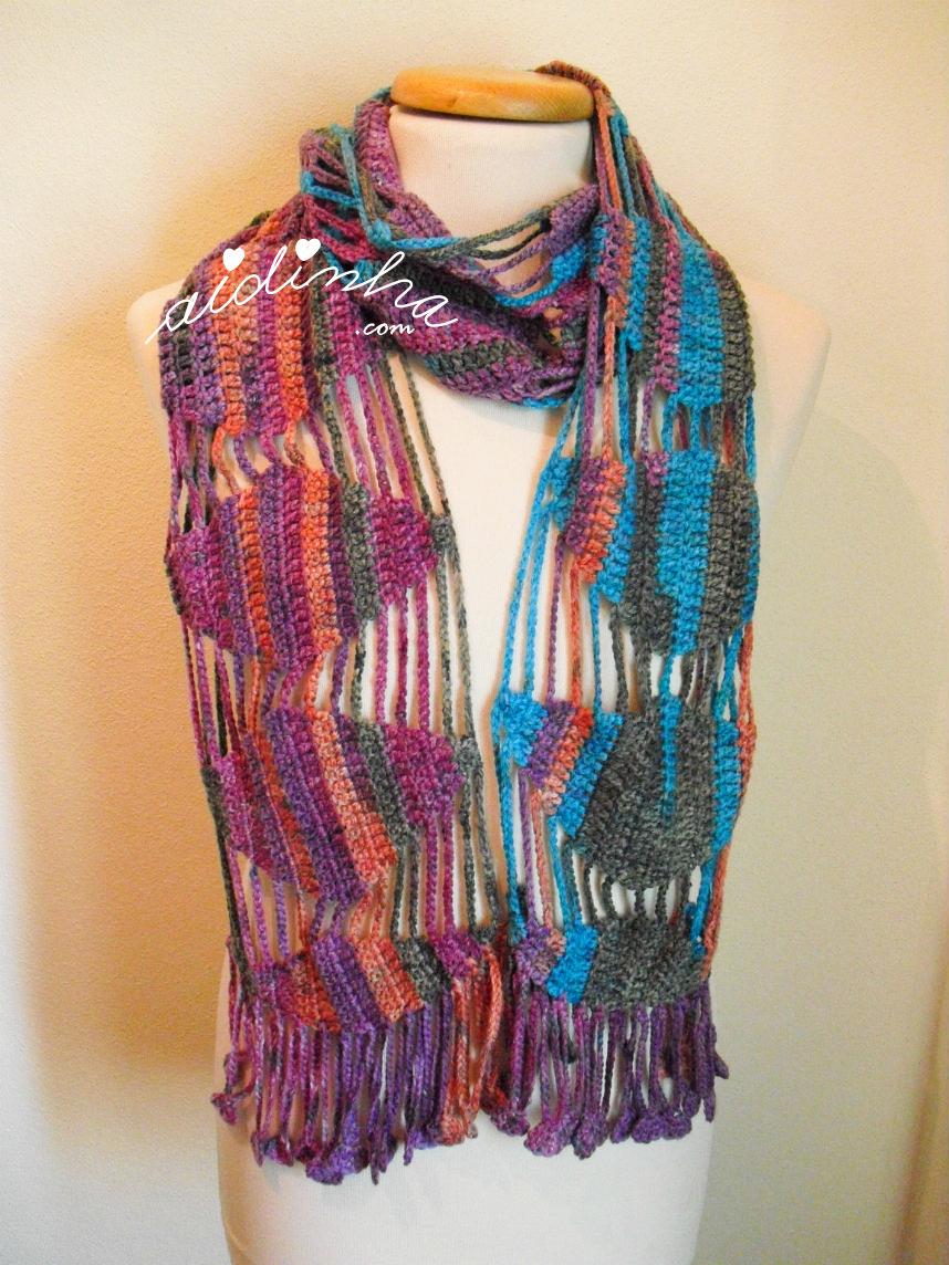 cachecol de crochet, com lã matizada