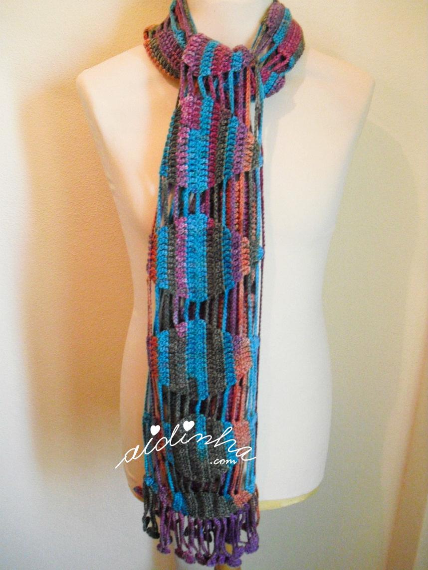 outra foto do cachecol de crochet em lã matizada