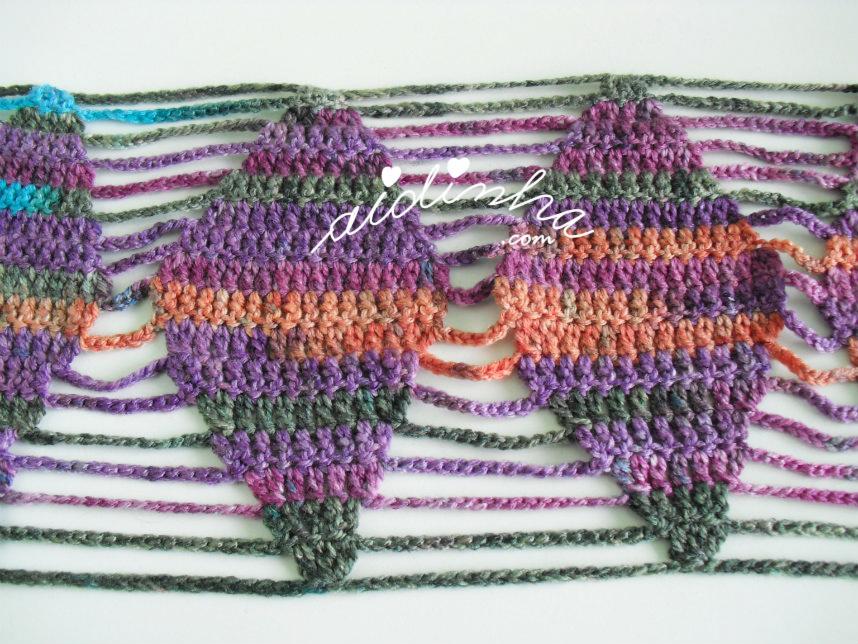 desenho do crochet do cachecol em lã matizada