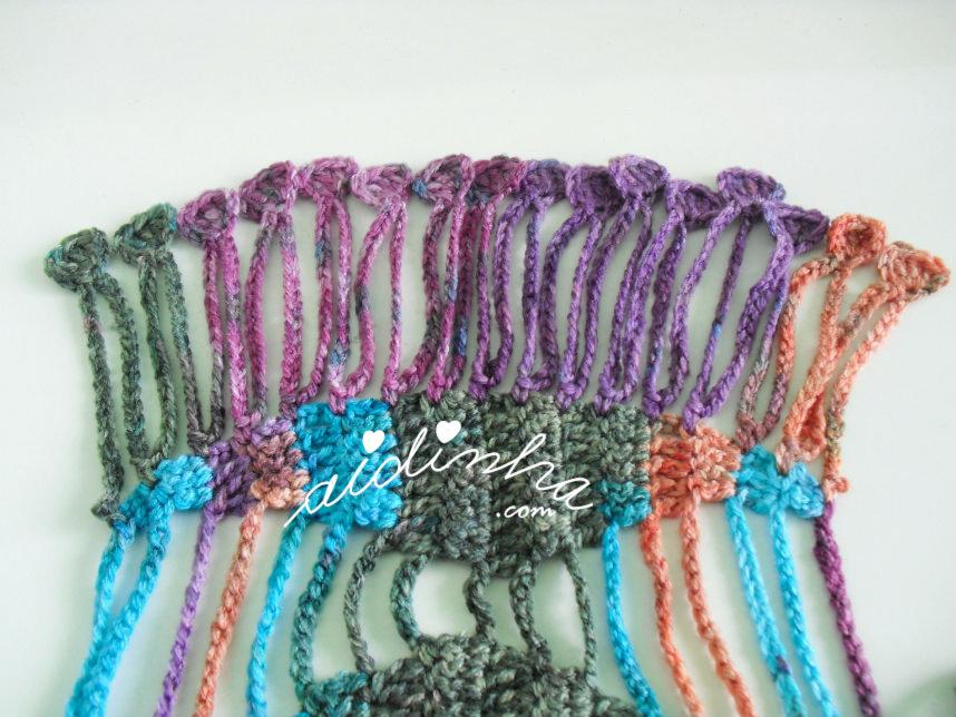 franja do cachecol de crochet em lã matizada