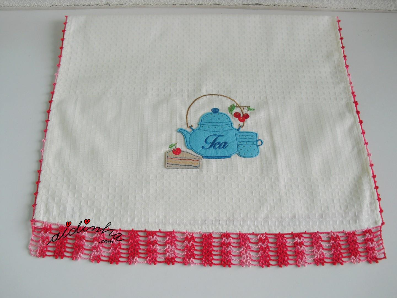Pano da louça do conjunto de cozinha com crochet vermelho matizado