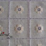 Conjunto de centros em linho bordado e com crochet