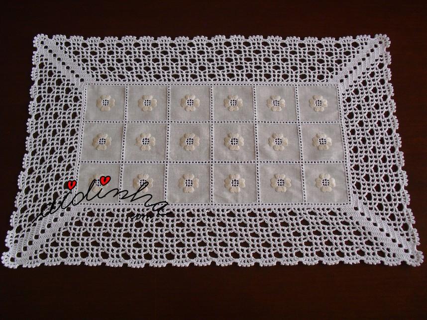centro mais pequeno do conjunto de centros em linho bordado e com crochet