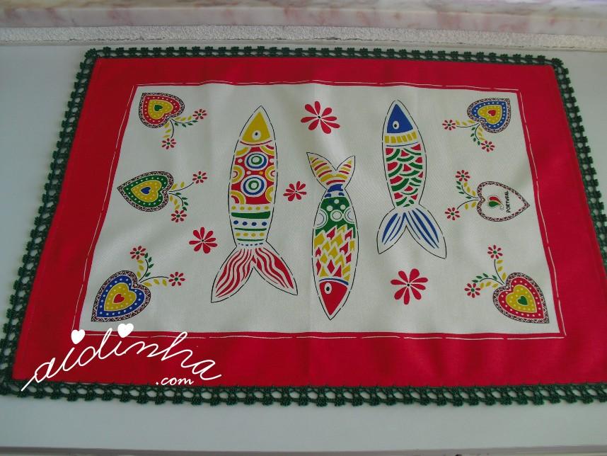 pano vermelho do conjunto de panos de cozinha com sardinhas e crochet