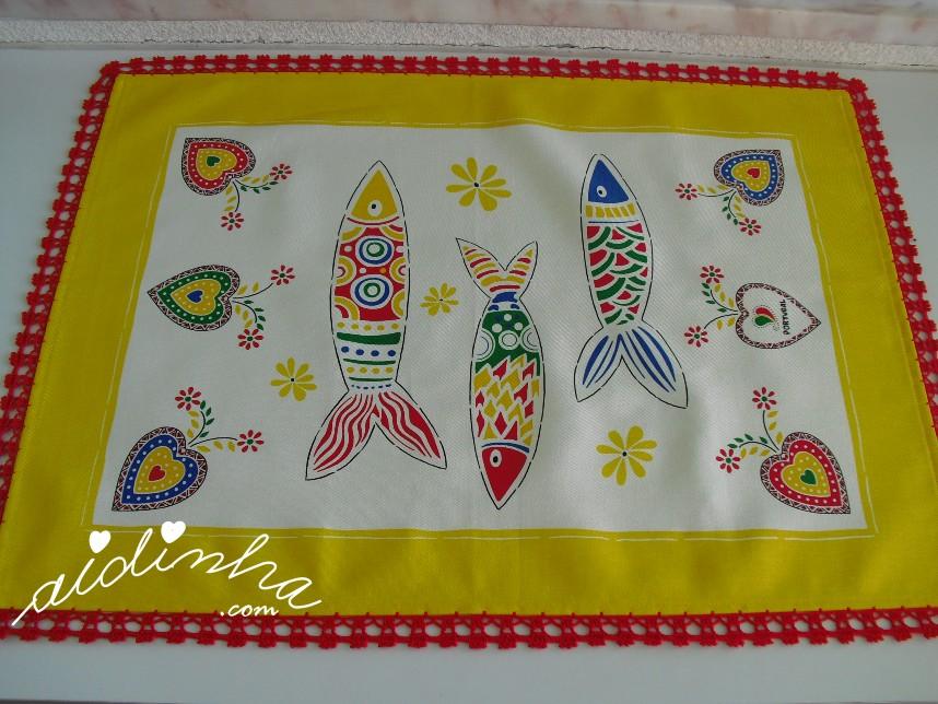 pano amarelo do conjunto de panos de cozinha com sardinhas e crochet