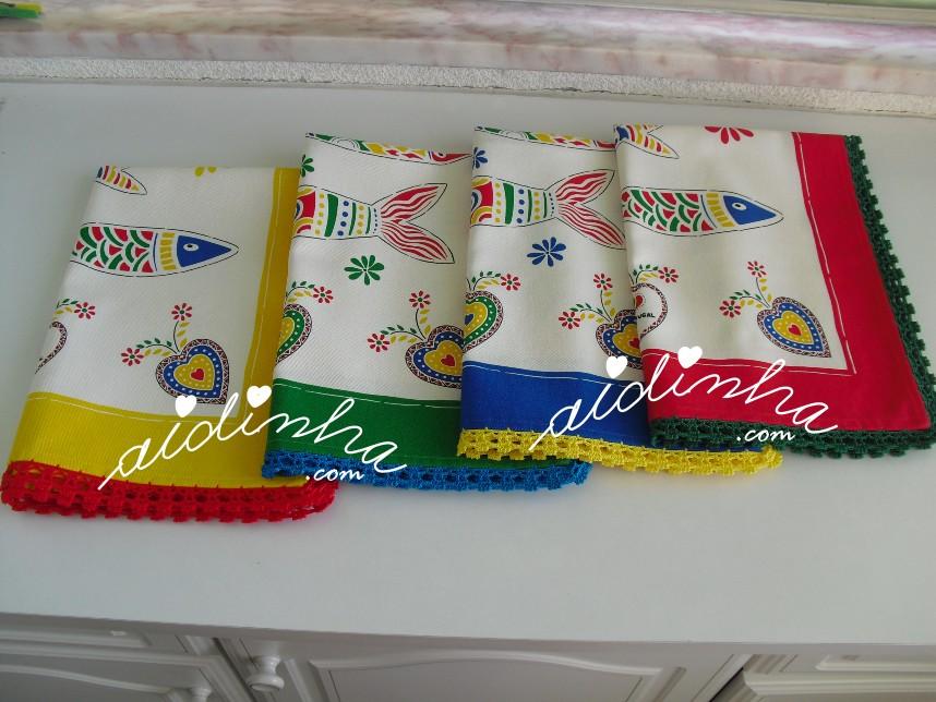 conjunto de panos de cozinha, com sardinhas e crochet