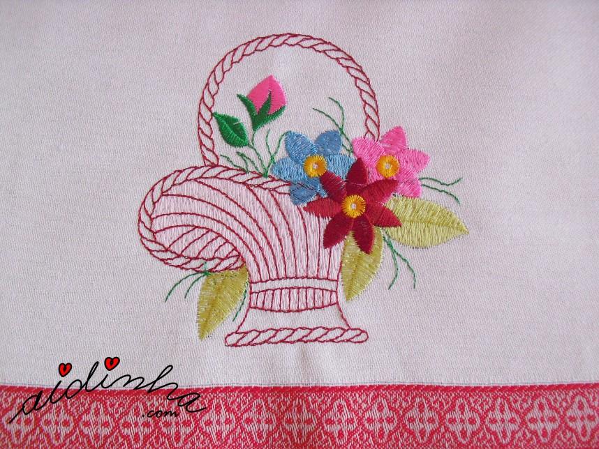 bordado do pano de cozinha com crochet rosa