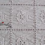 Centros em cambraia bordada e crochet com corações