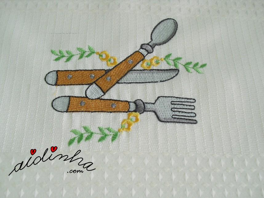 bordado do conjunto de panos de cozinha, com crochet amarelo e castanho