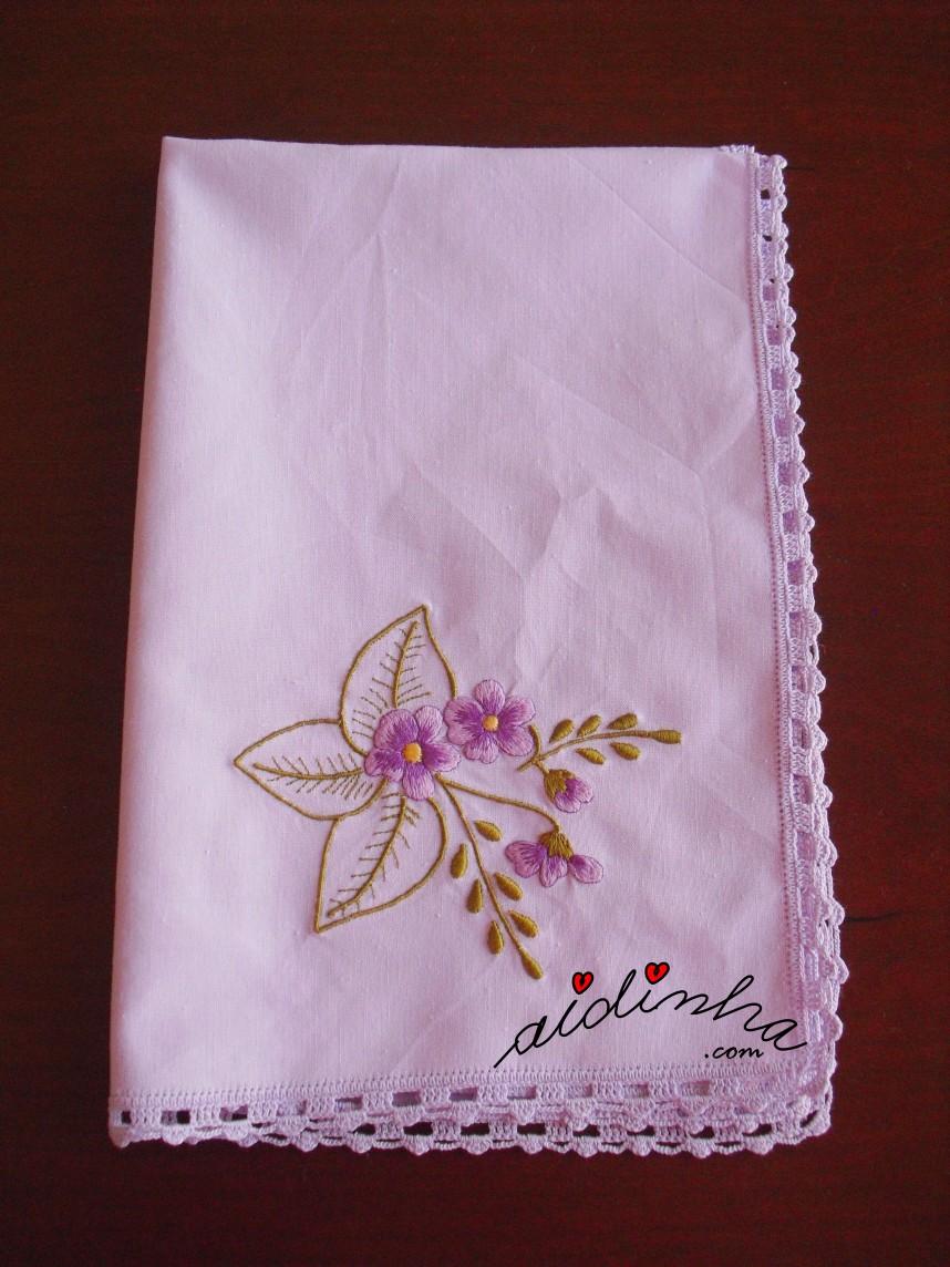 individual lilás bordado e com crochet
