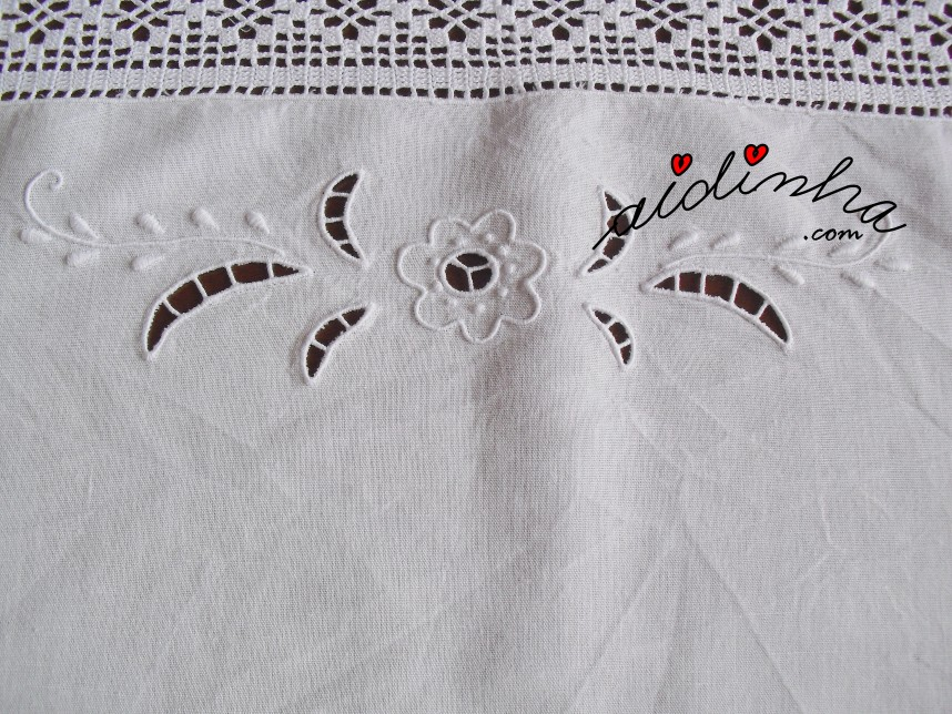 bordado do centro em linho e com crochet