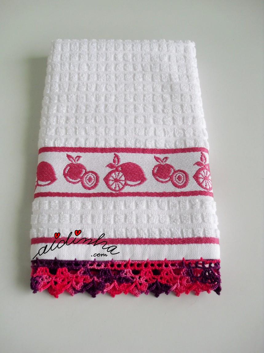 pano branco com crochet