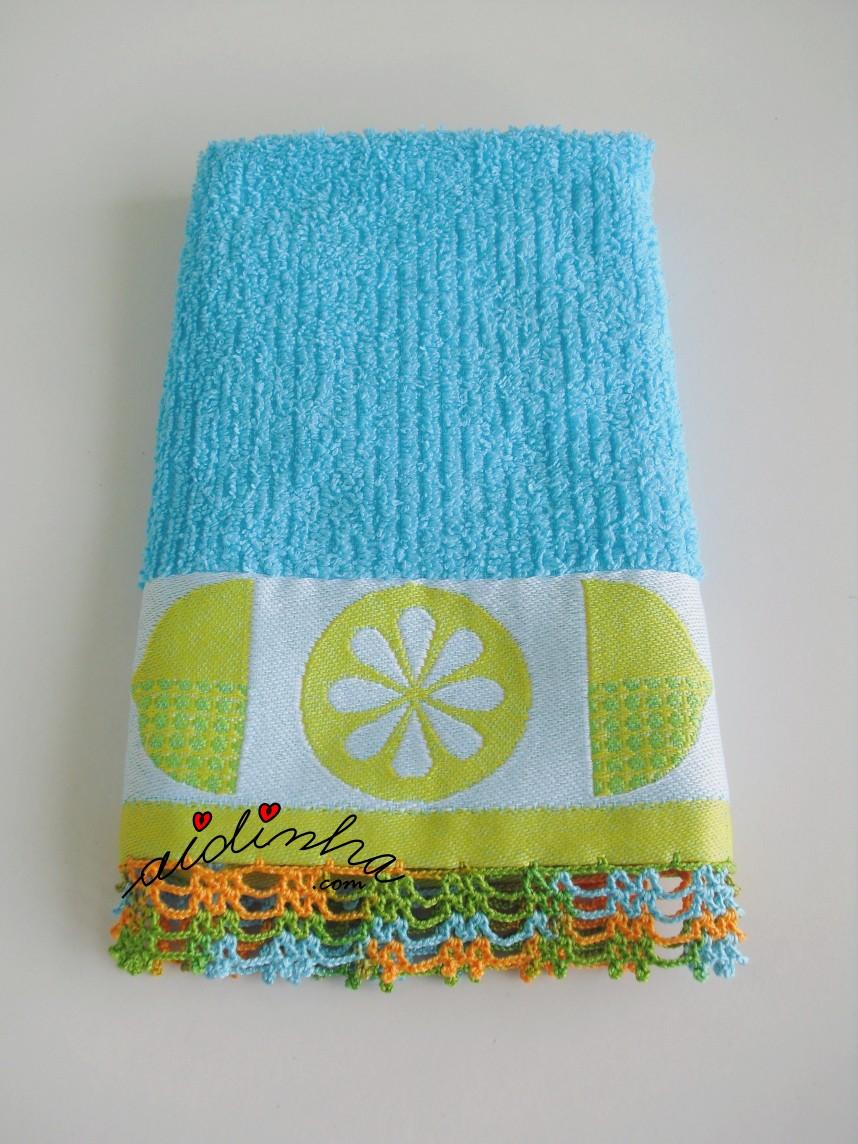 pano turquesa com crochet