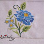 Conjunto de panos de cozinha, bordado e com crochet em azul e amarelo