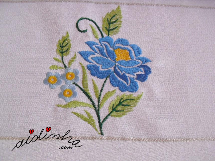 bordado do conjunto de panos de cozinha com crochet amarelo e azul