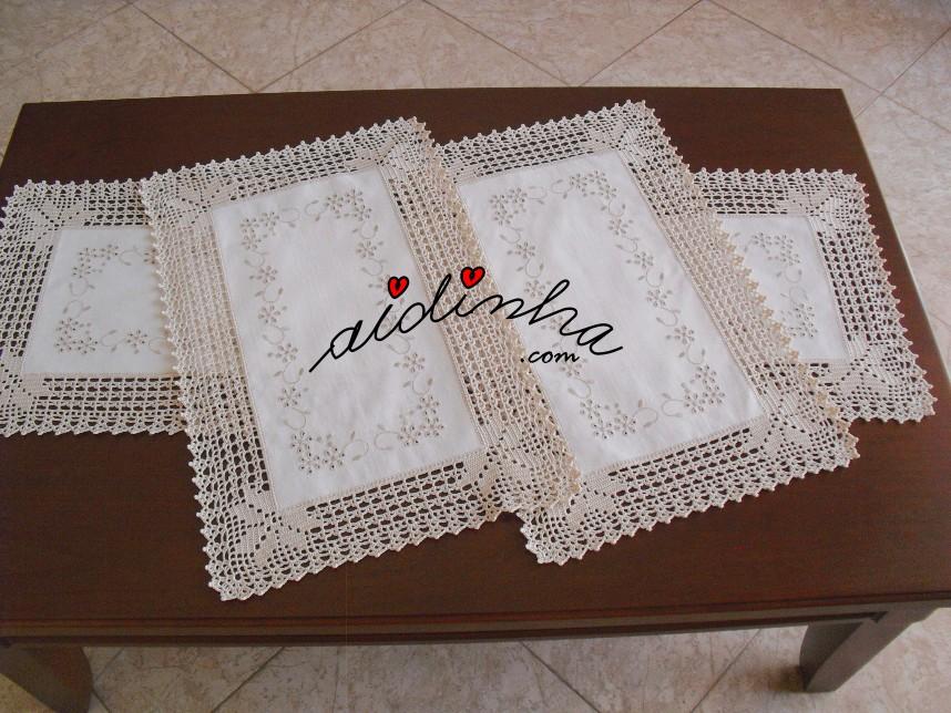 Conjunto de quarto em linho bordado e crochet na cor creme