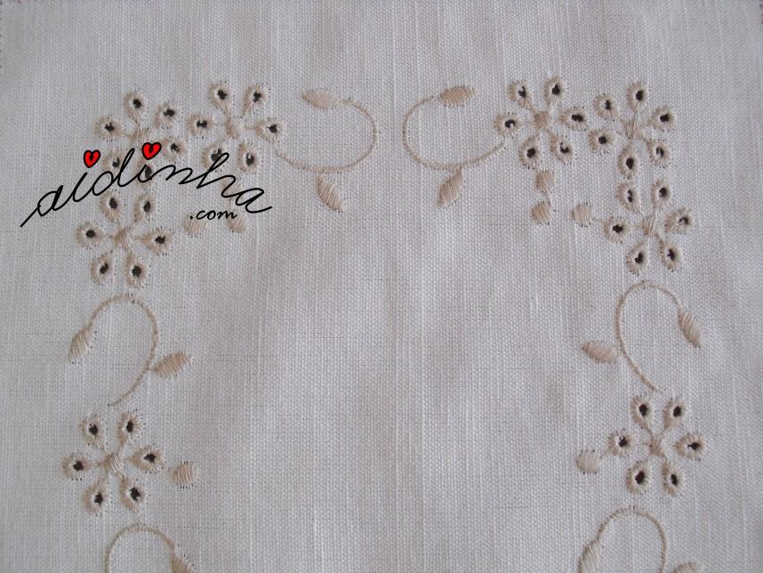 bordado do conjunto de quarto em linho e com crochet