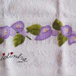 Conjunto de toalhas de banho pintado à mão, com flores roxas