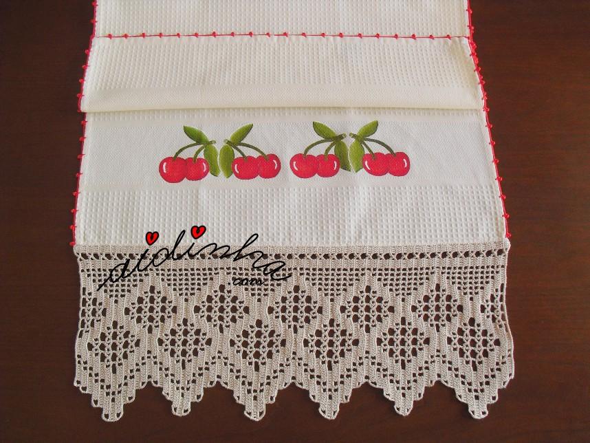 Pano de cozinha, pintado à mão, com cerejas e crochet