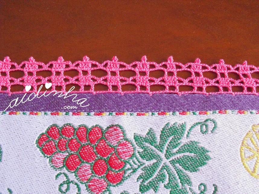 crochet do pano de cozinha lilás com uvas