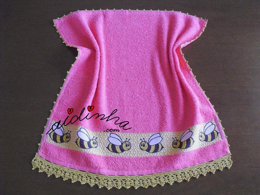 pano de cozinha, rosa com abelhas e crochet