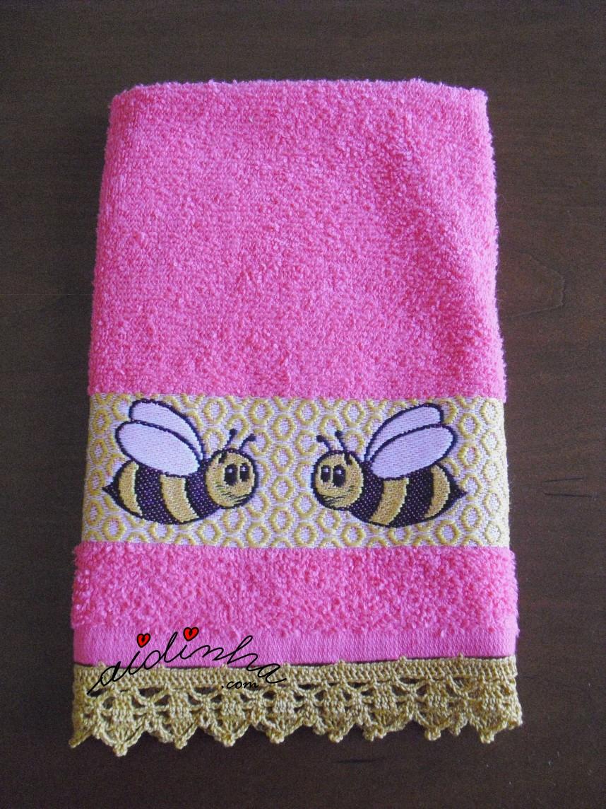 outra foto do pano branco de cozinha com abelhas