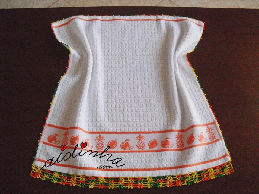pano de cozinha, branco com frutas e crochet
