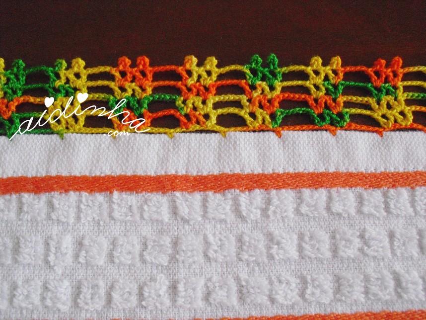 crochet do pano de cozinha branco e com frutas