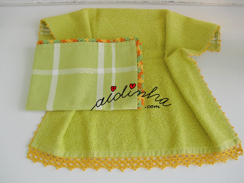 conjunto de panos de cozinha em verde e com crochet