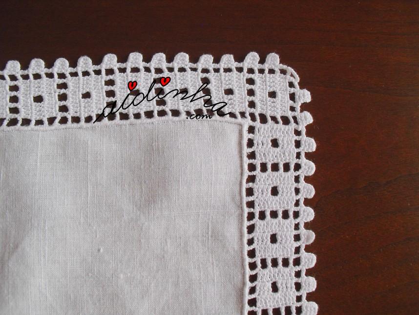 canto do crochet do centro em linho e crochet