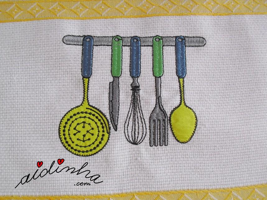 bordado do pano de cozinha